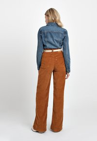 Levi's® - RIBCAGE CORD WIDE LEG - Flared Jeans - caramel - 3