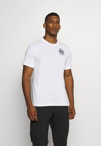 Nike Performance - DRY TEE - Print T-shirt - white - 0