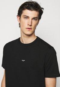 Holzweiler - OSLO TEE - Print T-shirt - black - 3