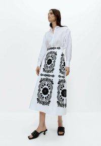 Uterqüe - MIT STICKEREI  - A-line skirt - white, black - 1