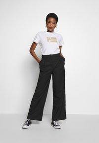 Napapijri - SHYAMOLI - Print T-shirt - bright white - 1