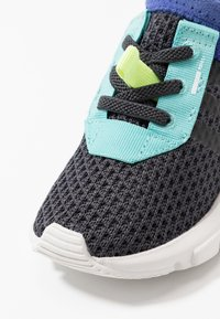 adidas Originals - POD-S3.1 - Scarpe senza lacci - carbon/core black - 2