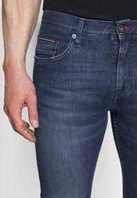 Tommy Hilfiger - SLIM LAYTON GAINES  - Slim fit jeans - blue denim - 4