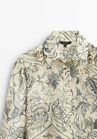 Massimo Dutti - BLÄTTERPRINT - Button-down blouse - beige - 5
