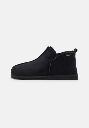 ANTON - Pantoffels - black