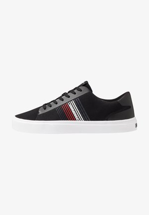 LIGHTWEIGHT STRIPES - Trainers - black