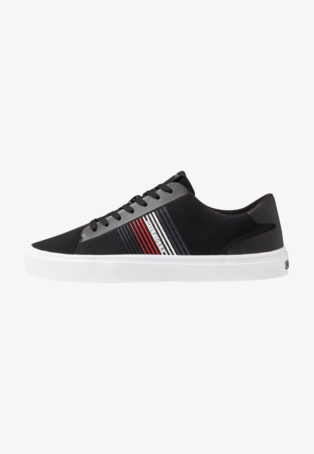 LIGHTWEIGHT STRIPES - Sneakers - black