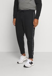 Calvin Klein Jeans Plus - SHADOW LOGO TAPE PANT - Verryttelyhousut - black - 0
