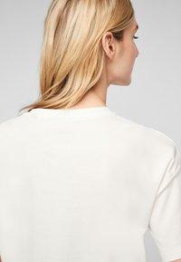 s.Oliver - T-shirt imprimé - offwhite statement print - 5