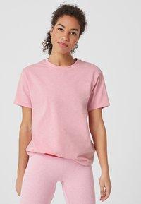 s.Oliver active - LOCKERES  - Print T-shirt - pink - 0