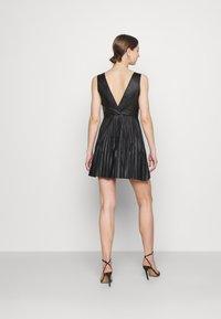 WAL G. - NAIROBI PLEATED DRESS - Vestido de cóctel - black - 2