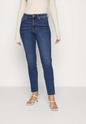 PCEMI SLIT - Jeans Skinny Fit - medium blue denim