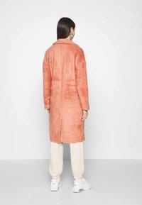 ONLY - ONLLAYLA HAIRY LONG COAT - Classic coat - desert sand - 2
