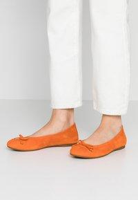Gabor - Ballet pumps - orange - 0