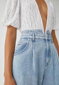 PULL&BEAR - Relaxed fit jeans - mottled light blue - 3
