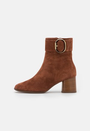 CHARLET - Kotníkové boty - nut