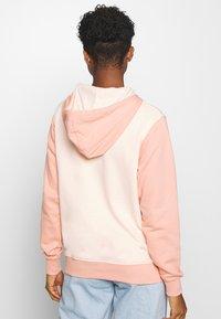 Nike Sportswear - HOODIE - Hoodie - washed coral - 2