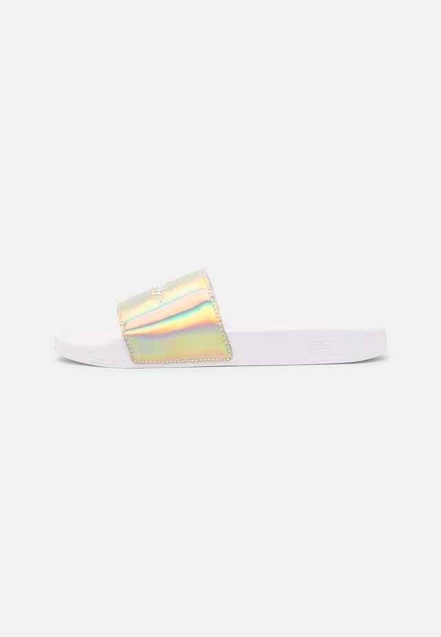 FEMININE TH POOL SLIDE - Muiltjes - white/gold