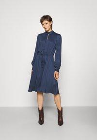 Bruuns Bazaar - BAUMA TILDA DRESS - Vestito estivo - dark blue - 1