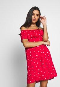 Pour Moi - TEXTURED PRINT BARDOT BEACH DRESS - Ranta-asusteet - red - 0