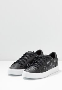 adidas Originals - SLEEK  - Trainers - core black/footwear white - 4