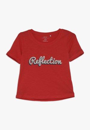 NLFKATTY SHORT BOX - Camiseta estampada - poppy red