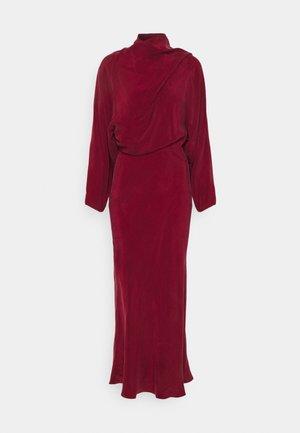 LONG SCARF DRESS - Koktejlové šaty/ šaty na párty - wine