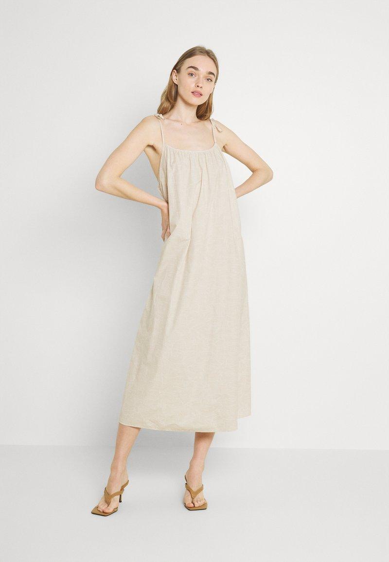 Monki - ELSA DRESS - Denní šaty - white