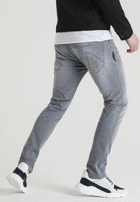 CHASIN' - Straight leg jeans - grey - 2