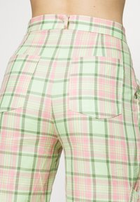 The Ragged Priest - SYMBOL PANT - Cargobukse - lime/pink - 6