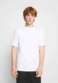 Newport Bay Sailing Club - 5 PACK - T-shirt - bas - white/forest green/burgundy - 1