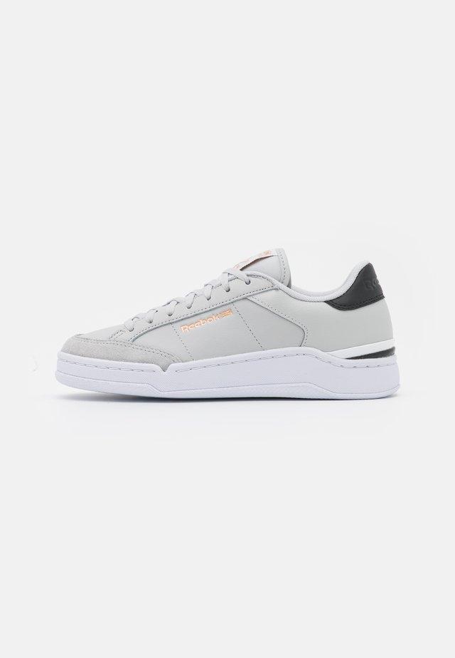 AD COURT - Sneakersy niskie - pure grey/footwear white/core black