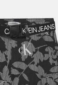 Calvin Klein Jeans - LEAF - Short - black - 2