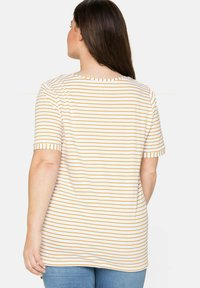 Sheego - Print T-shirt - senfgelb bedruckt - 2