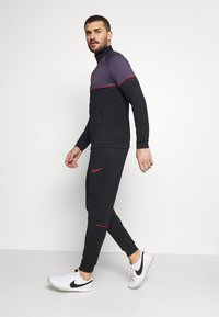 Nike Performance - ACADEMY SUIT - Dres - black/siren red - 5