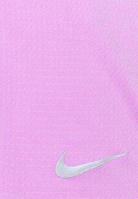Nike Performance - BREATHE TANK COOL PLUS - Topper - fuchsia glow/reflective silver - 2