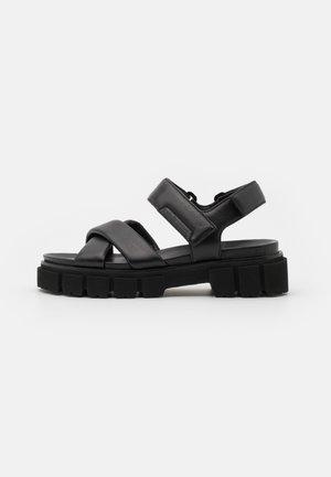 TRAIL - Sandalen met plateauzool - schwarz