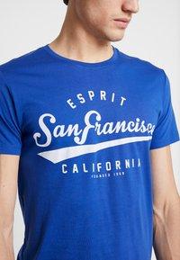 Esprit - Print T-shirt - bright blue - 4