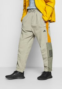adidas Performance - MUST HAVES ENHANCED SPORTS  - Jogginghose - feather grey - 0