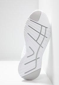 Lacoste - LT FIT-FLEX - Sneakersy niskie - white - 4