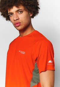 Columbia - TITAN ULTRA - Camiseta estampada - wildfire/cypress - 4