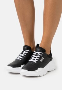 Versace Jeans Couture - Sneakers laag - black - 0