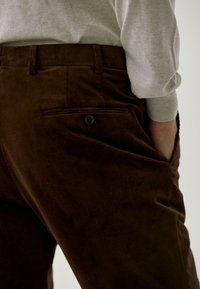 Massimo Dutti - FÜR DIE ABENDGARDEROBE - Trousers - brown - 4