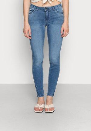 NMKIMMY ANKLE ZIP - Jeans Skinny Fit - light blue denim