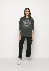 MICHAEL Michael Kors - ACID STAR STUD - Sweatshirt - black - 1