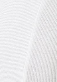 MAMALICIOUS - MLTRINA - Top sdlouhým rukávem - snow white - 2