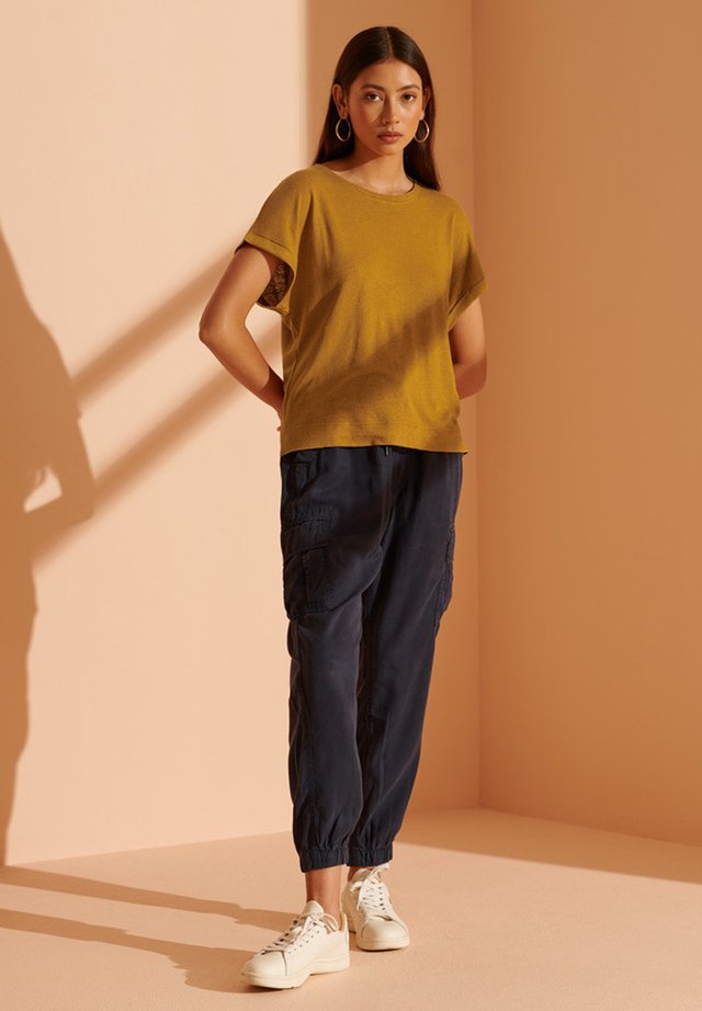 Basic T-shirt - buckthorn brown