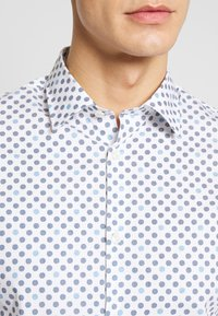 Selected Homme - SLHSLIMPEN MARVIN - Shirt - bright white - 3