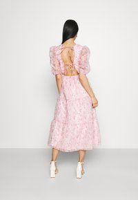 Missguided - FLORAL TIE BACK SMOCK DRESS - Cocktail dress / Party dress - pink - 2