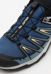 Salomon - X ULTRA 3 GTX - Hiking shoes - dark denim/copen blue/pale khaki - 5